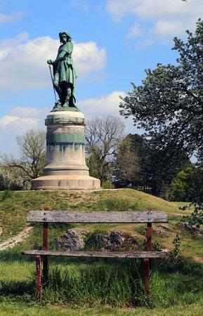 Dachzeltnomaden-Dachzelt-Toir-Vercingetorix-Denkmal