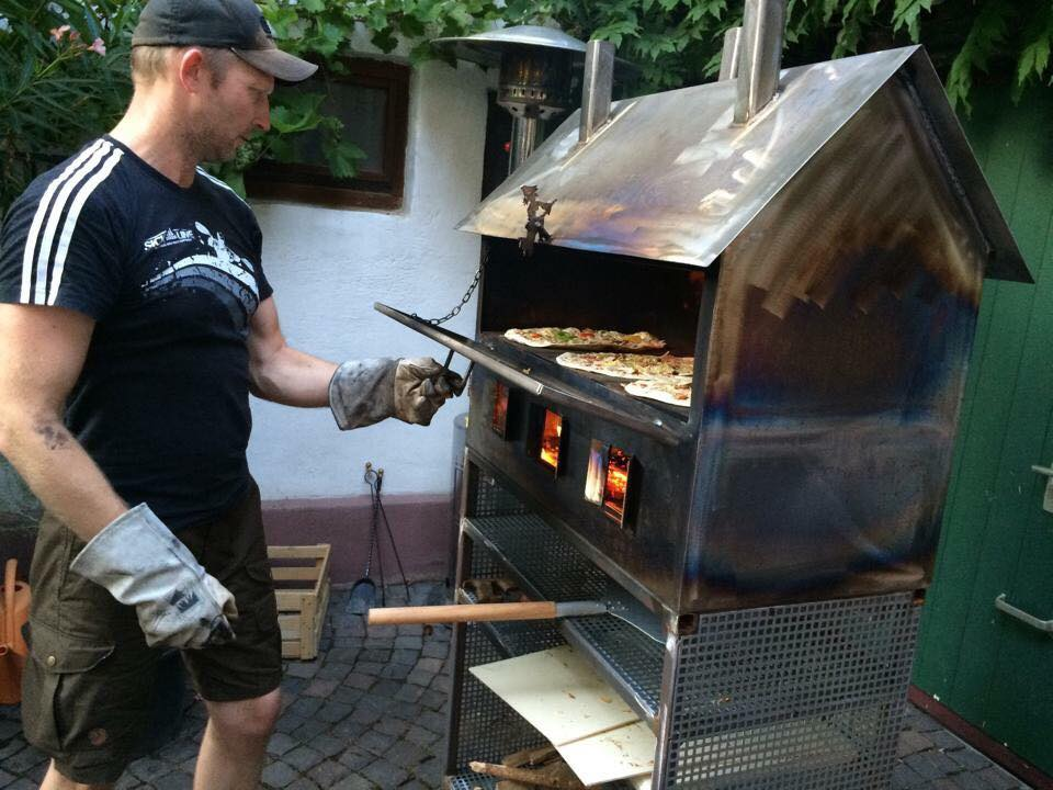 Flammkuchen-Claus_Fiedler_Schamottofen-Dachzeltnomaden-Dachzelt-Winter-Camp
