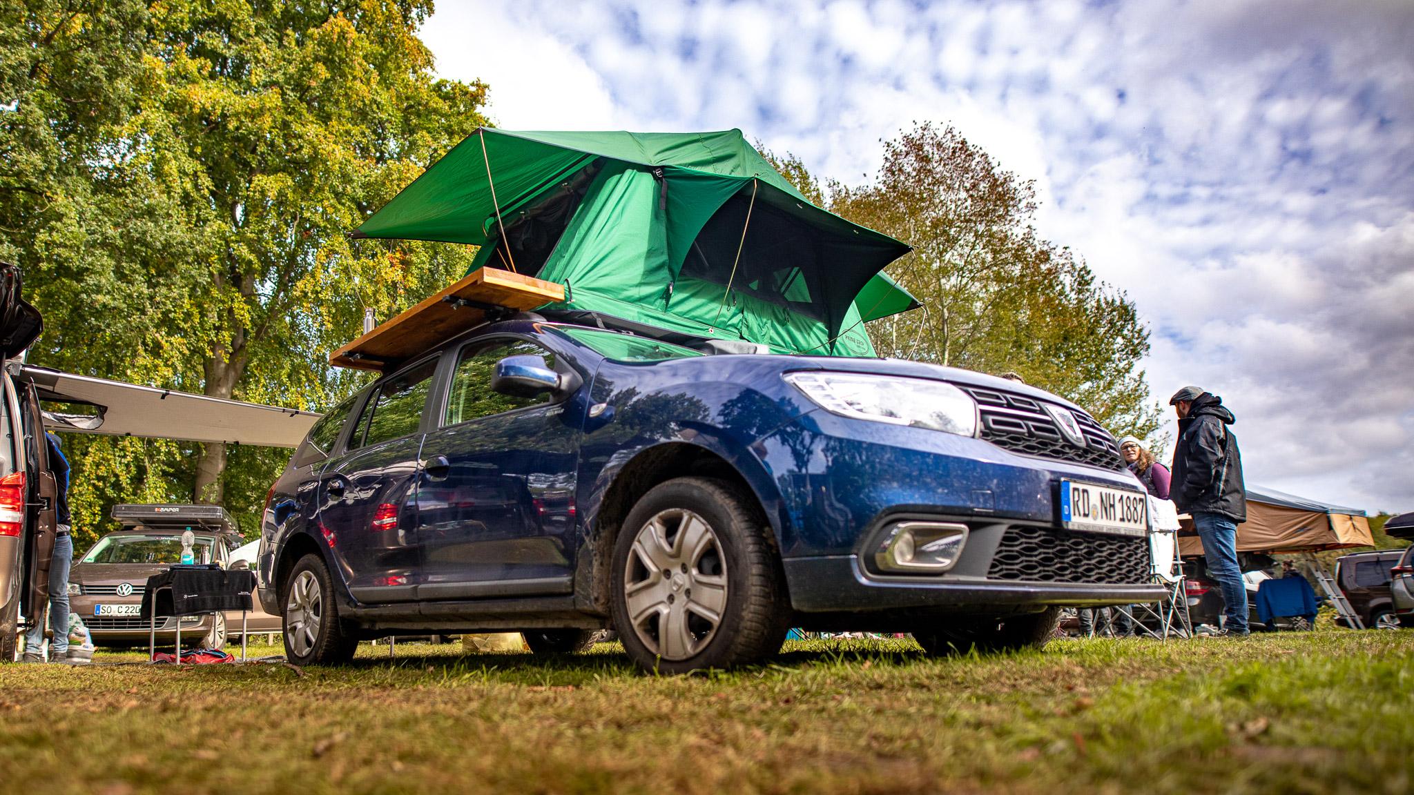 Dacia mit Dachzelt