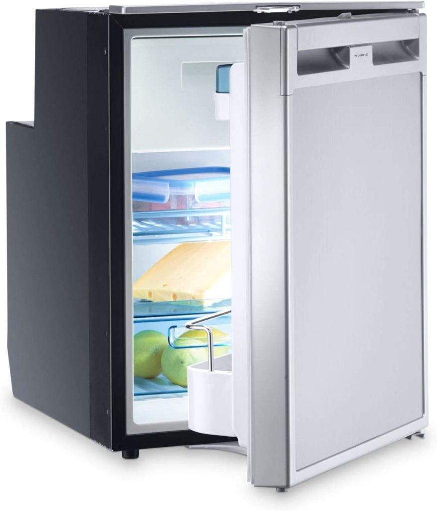 ein foto eines kompressor kühlschranks