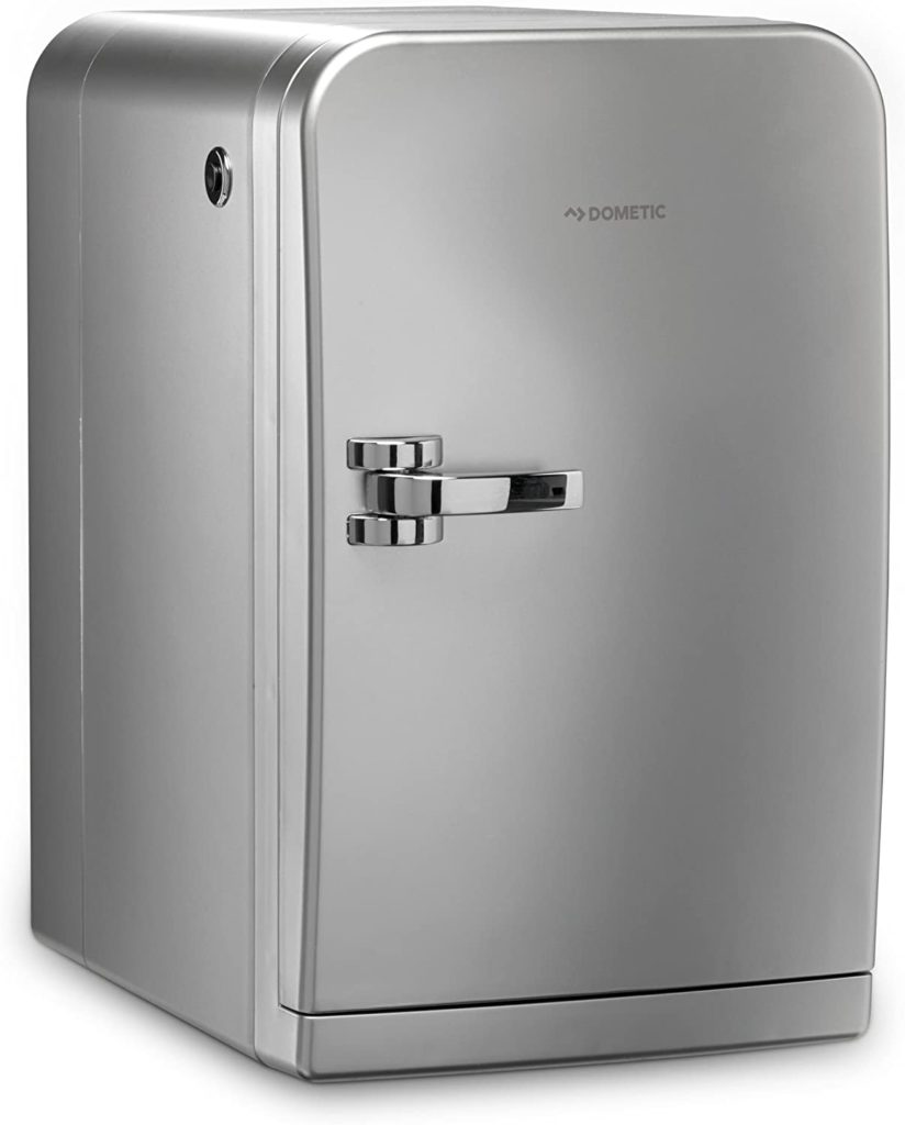 ein foto eines thermoelektrischen kühlschranks