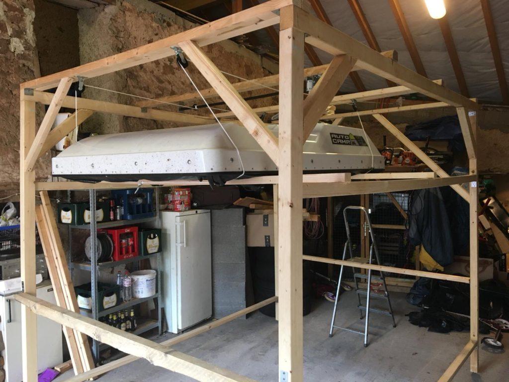 dachzelt in der Garage für den Winter gelagert