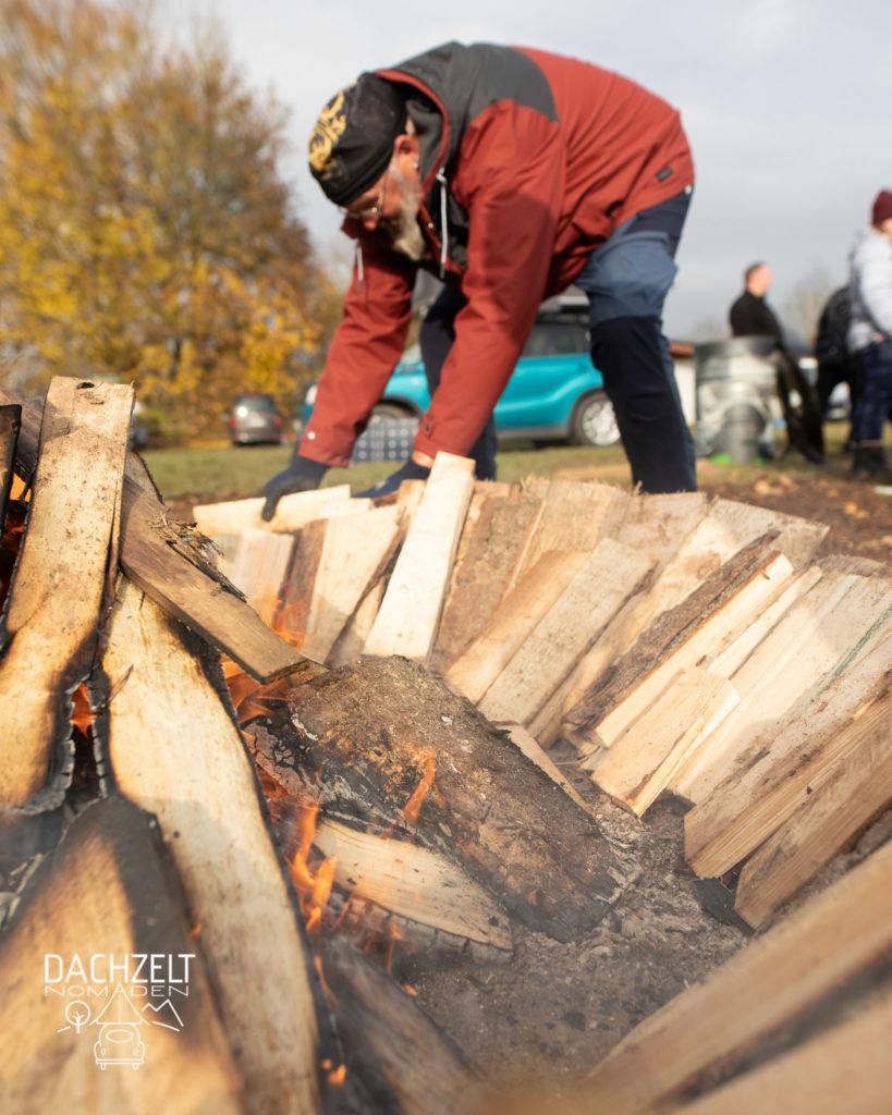 Diese Bild zeigt einen Aufbau vom Lagerfeuer