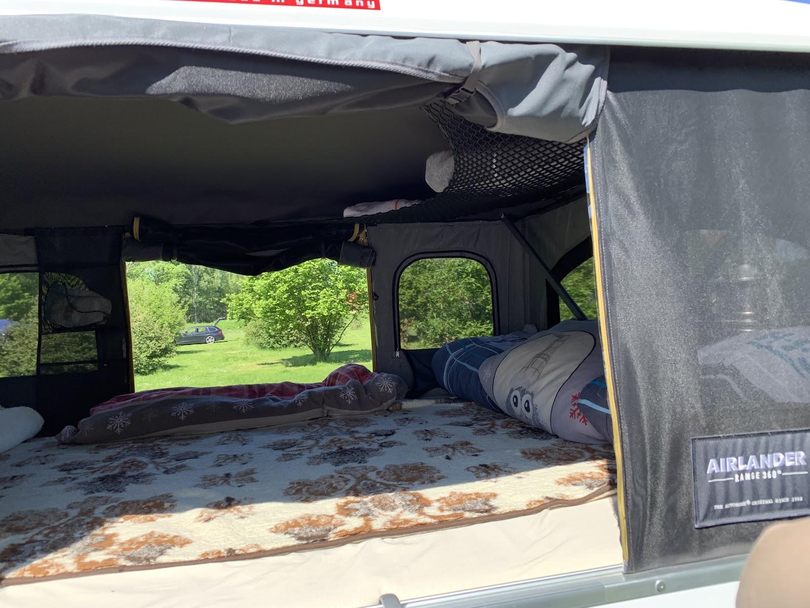 Dachzelt mit Wolldecke für Wärme von unten