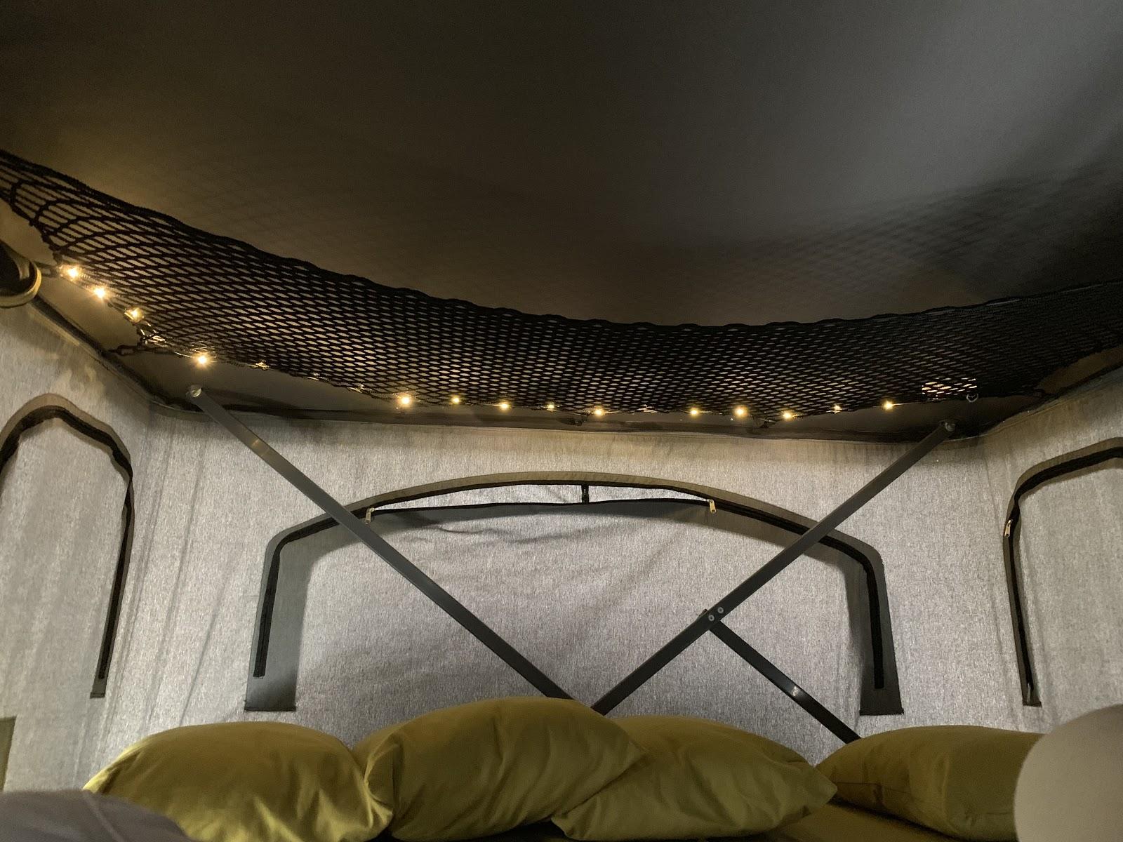 Dachzelt mit Staufach und Lichterketten