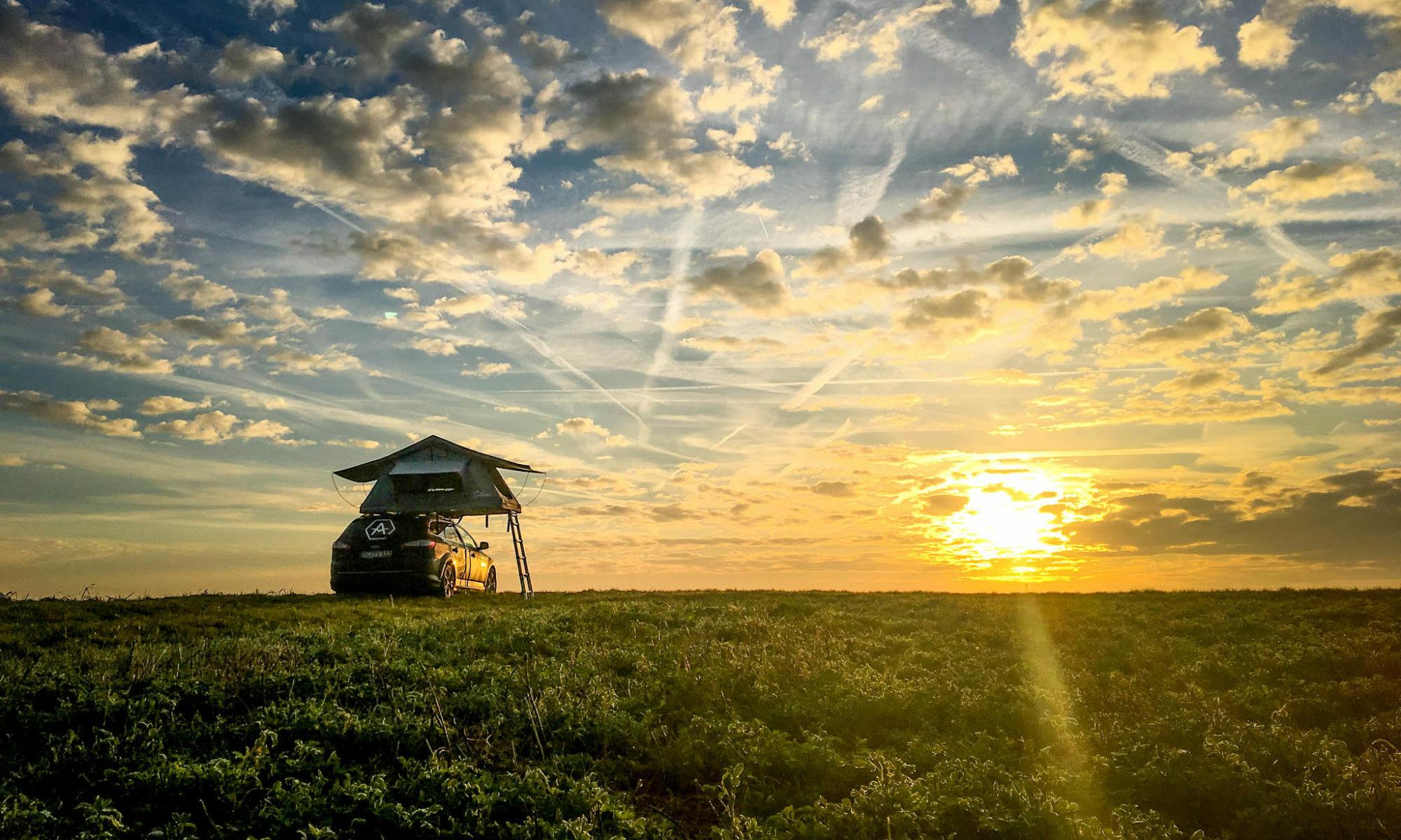 Dachzelt im Sonnenuntergang